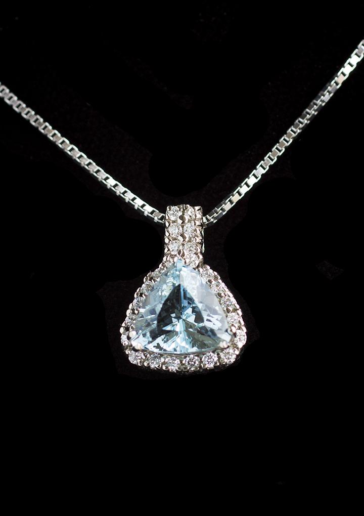 Blue_necklace